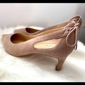 Franco Sarto 🌸 Suede beige designer heels w/ bow